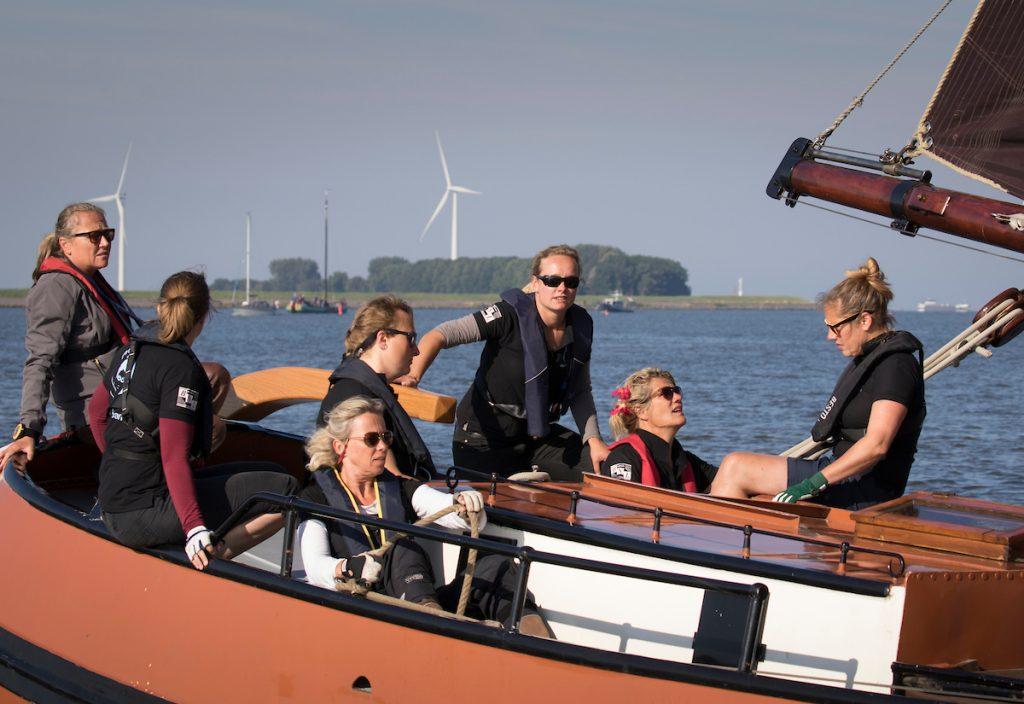IFKS Skûtsjesilen op het IJsselmeer in de baai van Lemmer. Dag 1