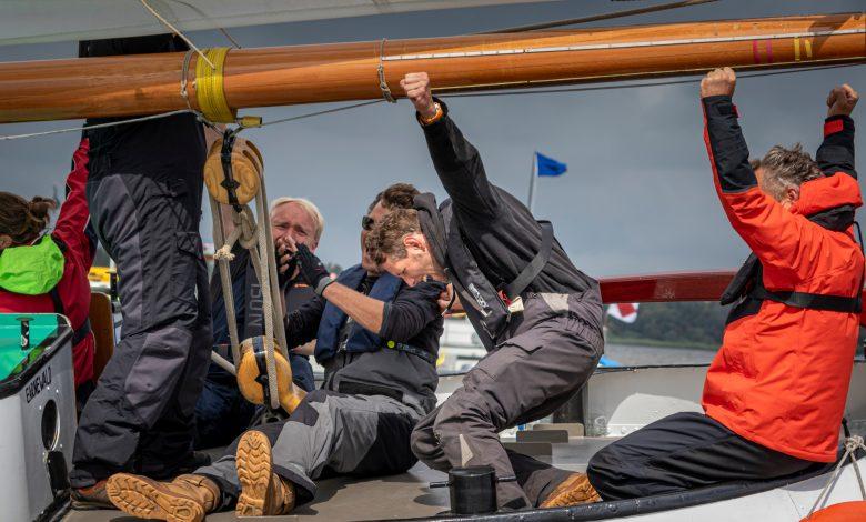 """Photo of Pieter Jilles Tjoelker, schipper van de Sterke Jerke: """"Wy dogge altyd mei om te winnen"""""""
